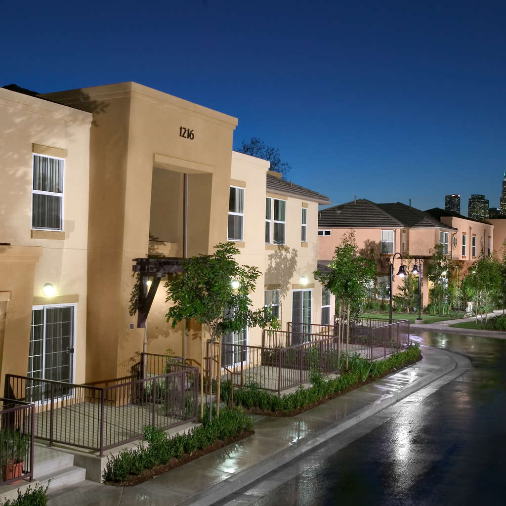 Cheap Apartments Los Angeles: Pueblo Del Sol